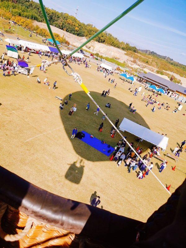 熱気球の影